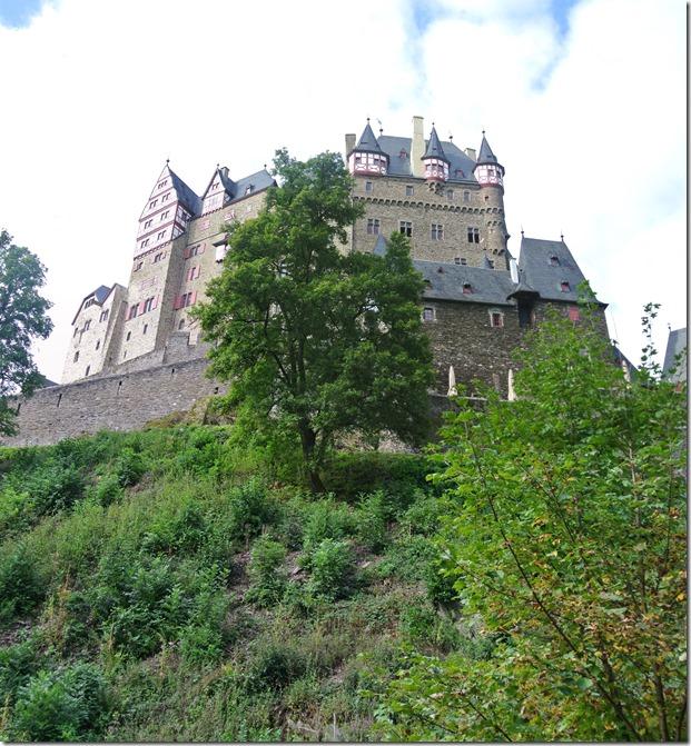 Traumpfad Eltzer Burgpanorama  - Blick von unten 3