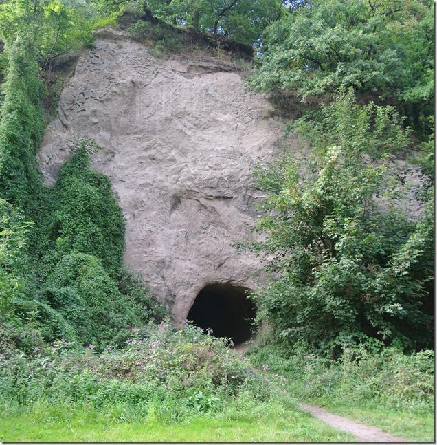 Traumpfad Höhlen-Schluchtensteig - Eingang in die Trasshöhle