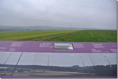 Traumschleife Rabenlay - Windradblick im Nebel