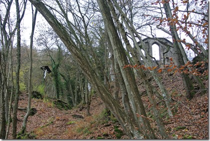Wäller Tour Iserbachschleife - Kirchenruine Talansicht