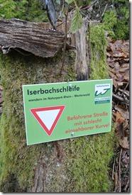 Wäller Tour Iserbachschleife - Hinweis Straßenüberquerung