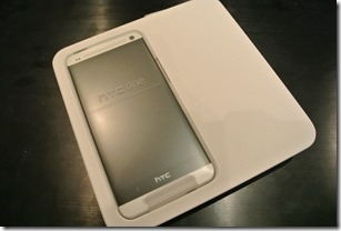 HTC One - Unboxing 2