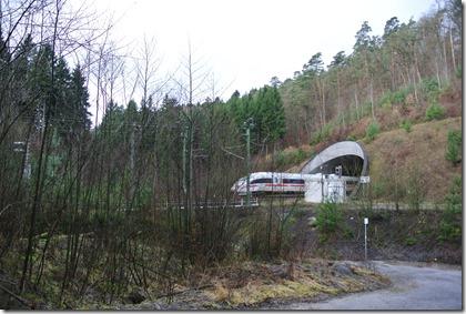 Wäller Tour Eisenbachtal - ICE in Vorbeifahrt