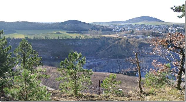 Traumpfad Vulkanpfad - Blick in die Grube
