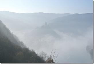 Moselsteig Etappe 18 - Burg und Dorf im Nebel