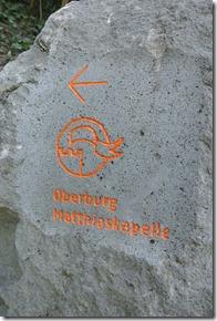 Moselsteig Etappe 23 - Stein mit Wegweiser zur Oberburg