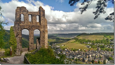 Moselsteig Traben-Trarbach - Reil - Grevenburg und Stadt im Tal