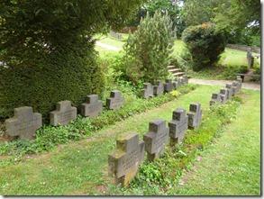 Moselsteig Etappe Reil - Zell (Mosel) - Gräber auf dem Ehrenfriedhof