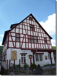 Moselsteig Traben-Trarbach - Reil - Fachwerk satt in Enkrich