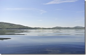 Laacher See: Geopfad L - ruhiges Seewasser