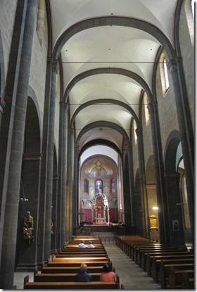 Laacher See: Geopfad L - Blick in die Abtei