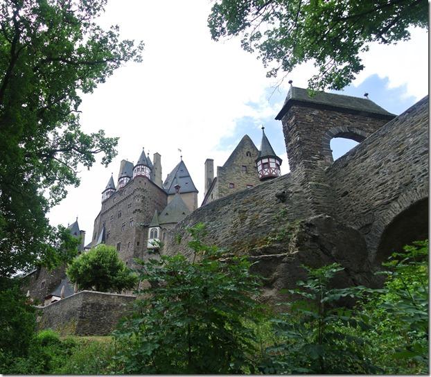 Moselsteig Treis-Karden - Moselkern - Burg von unten