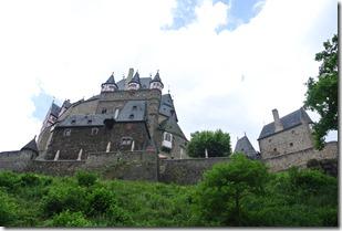 Moselsteig Treis-Karden - Moselkern - Die Burg aus dem Tal