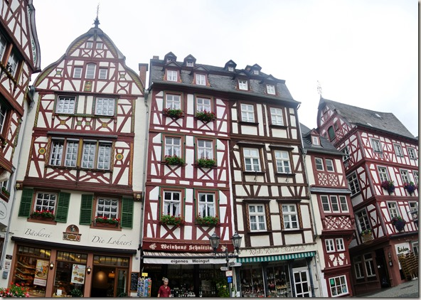 Moselsteig Bernkastel-Kues-Zeltingen - Fachwerk am Marktplatz von Bernkastel