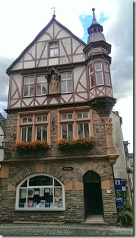 Moselsteig Traben-Trarbach - Ürzig - altes Rathaus (heute Tourismusinfo)