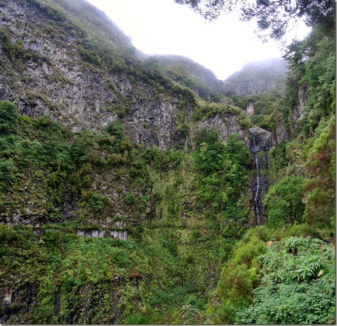 Madeira Wanderung - 25 Quellen - Wasserfall