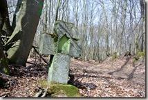 Traumpfad Waldseepfad Rieden - Steinkreuz am Wegesrand