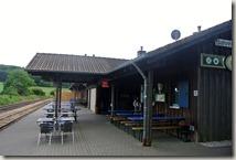 Wandern in Brohltal (Weibern) -  Bahnsteig in Engeln