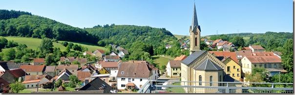 Veldenz Wanderweg Ausbacherhof-Lauterecken: Blick auf die Kirche