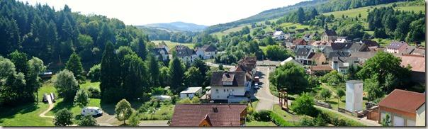 Veldenz Wanderweg Ausbacherhof-Lauterecken: Blick von der Wasserburg ins Tal