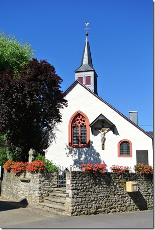 Moselsteig Etappe 1 - Kapelle im Ortskern