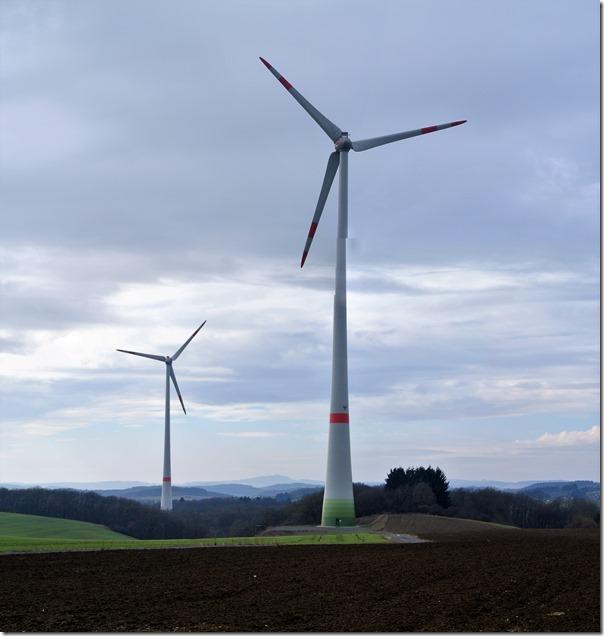 Wiesenweg Kürrenberg - Windräder