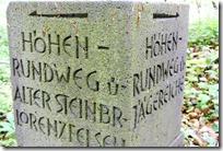 Höhenweg Laacher See - Wegweiser aus Basalt