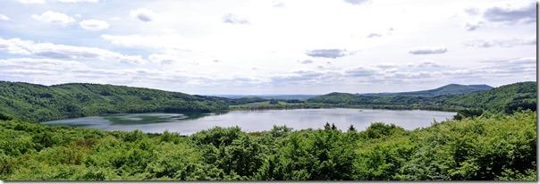 Höhenweg Laacher See - Blick vom Turm auf den See