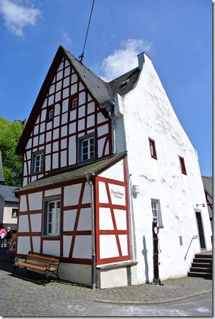 Traumpfad Monrealer Ritterschlag - Dreigiebelhaus