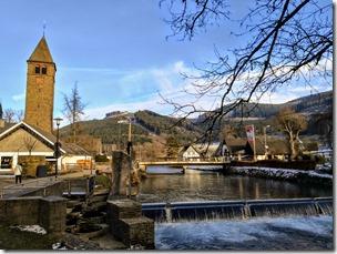 Rothaarsteig Spur Oberhundemer Bergtour - Landhotel Voss von der Lenne aus gesehen