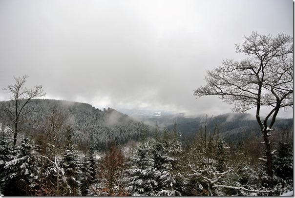 Rothaarsteig Spur Oberhundemer Bergtour -Ausblick Alpenhaus