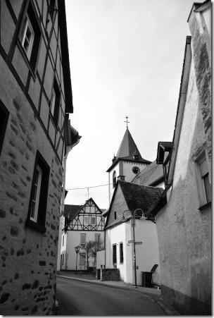 Moselsteig Seitensprung Borjer Ortsbachpädche - Kirche in Burgen