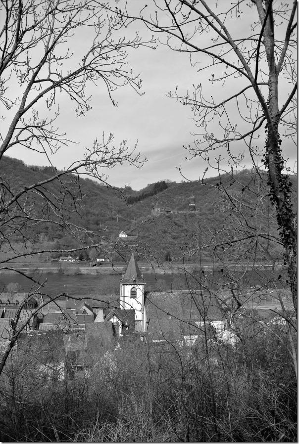 Moselsteig Seitensprung Borjer Ortsbachpädche - Blick auf Burgen