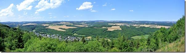 Traumpfad Hochbermeler - Blick auf Bermel und die Eifel
