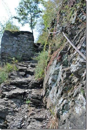 Traumpfad Hatzenporter Laysteig - steiler Schieferweg